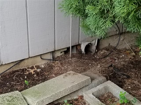 Foundation vent below grade